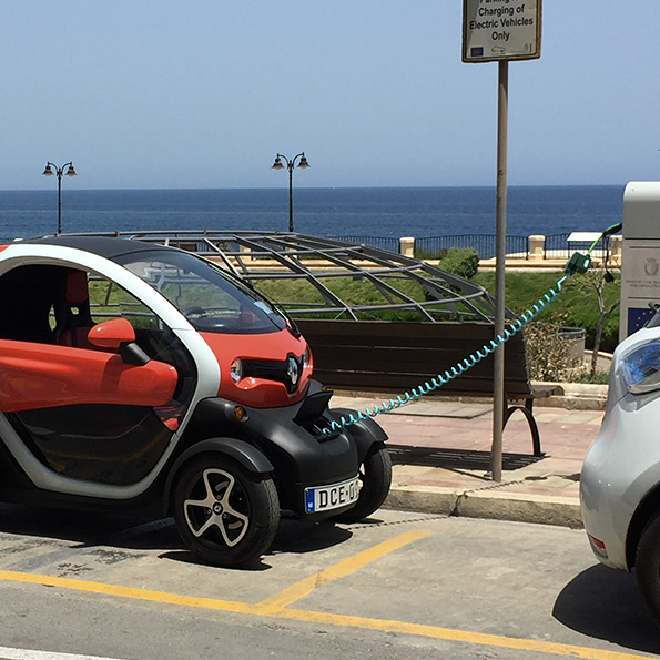 Renault Twizy Charging using SYMPHONY EV-ZE Adapter with Schuko Adapter